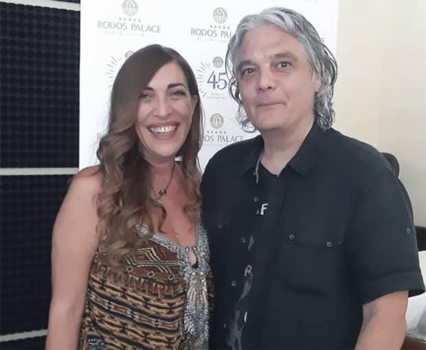 Η κα Μαίρη Καμπουράκη με τον καλλιτέχνη Νίκο Παπουτσίδη